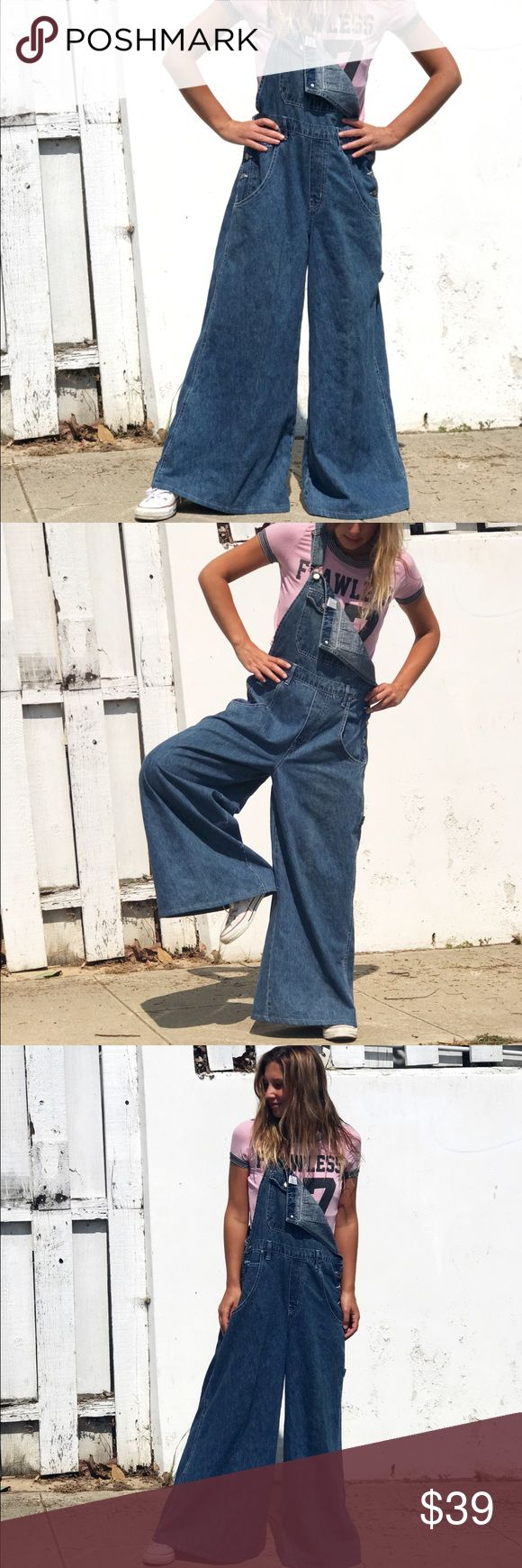 "Vintage wide Leg overalls Super super cool and stylish Overalls. Denim, pretty soft and medium wash. double pocket on the chest, and button closures on the sides. Legs are WIIIIDE. 70s style. Vintage salopette (how we call it in Italy), brand Zana•di Jeans. Size L. Only flaw is on the last picture. The left button on the top part is broken. Measurements: length 55.5""! Hips 17.5"". In love. #overalls #jeans #denim #wideleg #wide #palazzo #style #vintage Vintage Jeans Overalls"