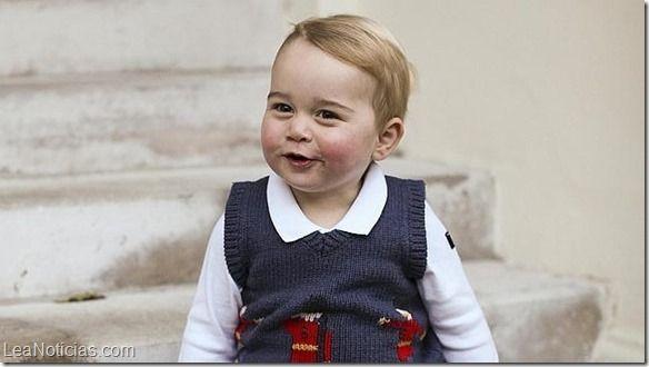Las divertidas imágenes del Príncipe Jorge en su primera sesión de fotos navideñas - http://www.leanoticias.com/2014/12/14/las-divertidas-imagenes-del-principe-jorge-en-su-primera-sesion-de-fotos-navidenas/
