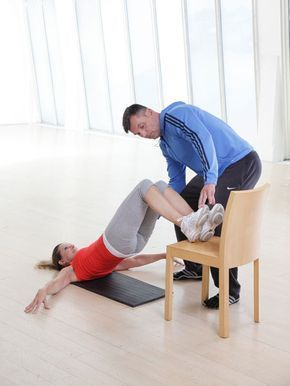 Sie wünschen sich einen knackigen Po, sexy Beine und einen flachen Bauch? Unser effektiver Bauch Beine Po Trainingsplan bringt Sie schnell wieder in Form.