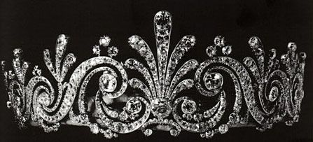 When Lady Patricia Ramsay died in 1974, her family sent the tiara to auction at Christie's, where it fetched £12,000 on 15 May 1974