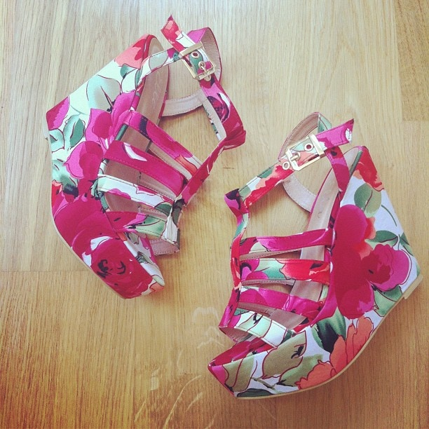 http://www.wantherdress.com/prod/89/shoes/floral-wedges