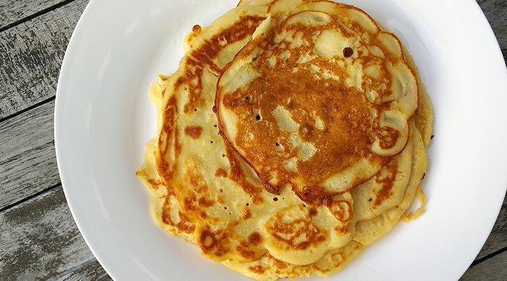 Low Carb Rezept für leckere Low-Carb Frischkäse-Pfannkuchen. Wenig Kohlenhydrate und einfach zum Nachkochen. Super für Diät/zum Abnehmen.