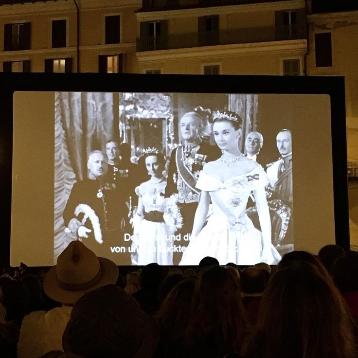 Roman holiday in Rome Cinema all'aperto  Festival Cinema Roma  #romanholiday #audreyhepburn #gregorypeck #movie #redcarpet