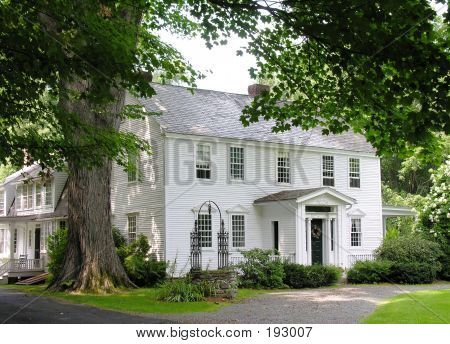 1000 ideas about colonial exterior on pinterest for Beautiful classic homes