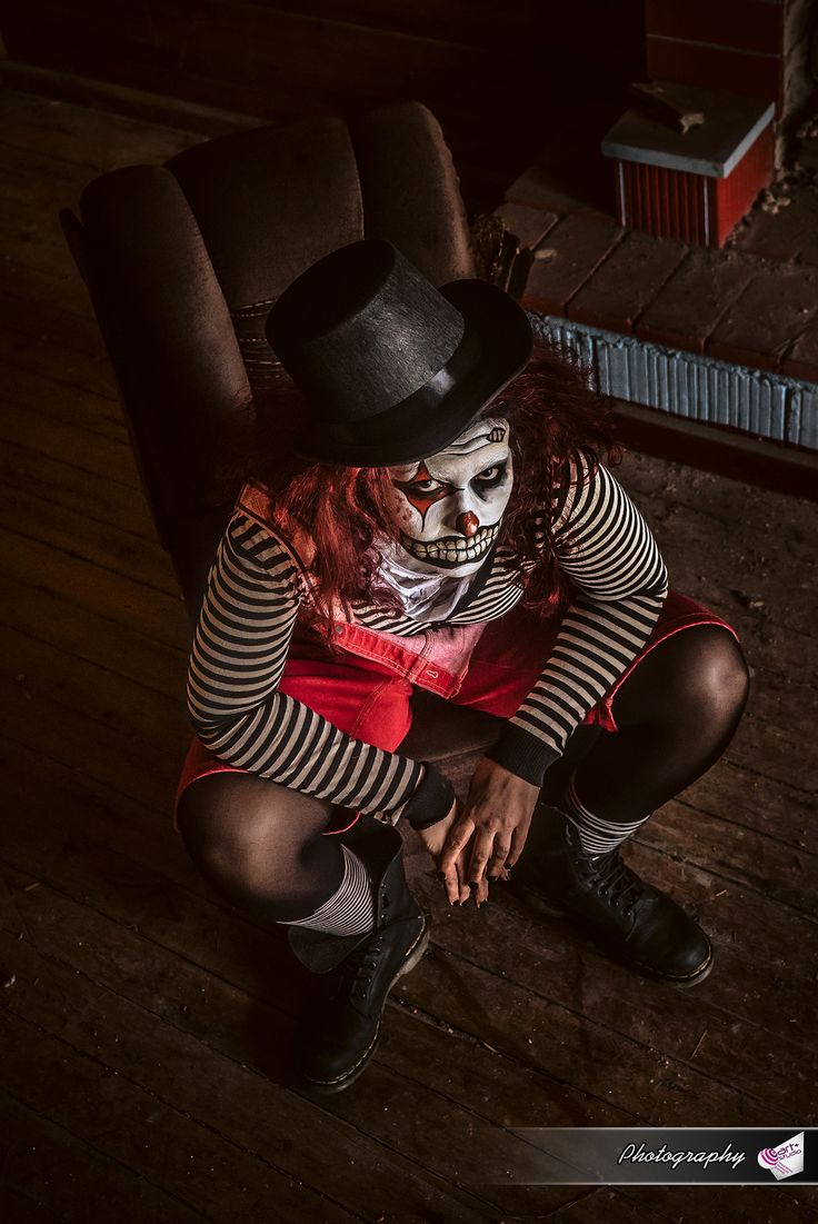 #stripes #black_and_white #hat #socks #boots #dungarees #red #fireplace #wood #wooden_floor #red #red_hair #clown #photography #photoshoot #halloween