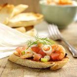 Bruscetta med marinerade räkor - Recept http://www.dansukker.se/se/recept/bruscetta-med-marinerade-rakor.aspx #bruscetta #recept