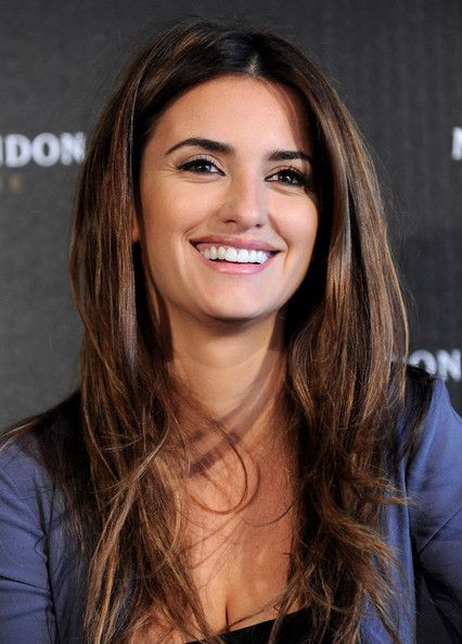 Penelope Cruz -April 28, 1974, 12:00 PM in:Alcobendas (Spain) Sun: 7°45' TaurusAS: 20°43' Cancer Moon:25°50' CancerMC: 2°34' Aries Dominants: Cancer, Pisces, Taurus Moon, Pluto, Venus Houses 1, 9, 10 / Water, Earth / Cardinal Chinese Astrology: Wood Tiger Numerology: Birthpath 8