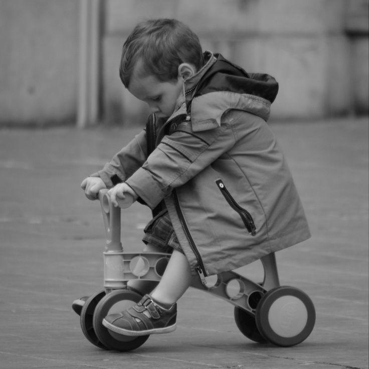 Nauka jazdy na rowerze to prawdziwe wyzwanie nie tylko dla dziecka, lecz także rodziców. Opiekunowie muszą wybrać najlepszy jednoślad dla przyszłego rowerzysty i uzbroić się w cierpliwość podczas pierwszych prób opanowania przez niego kierownicy. Jaki rowerek będzie idealny dla dziecka, które dopiero uczy się jeździć, a jaki dla takiego, które ...