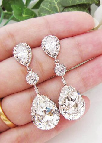 http://www.lunacatstudio.fr wedding day #bling ideas #sparkle love these earrings very pretty ! boucles d'oreilles mariage suisse