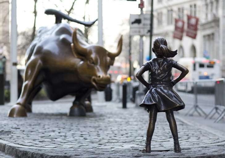 "«Den fryktløse jenta»    Så langt har over 24.000 personer signert en underskriftskampanje for å la ""Den fryktløse jenta"" bli stående permanent i New York. Foto: Mark Lennihan / AP / NTB scanpix Foto: NTB scanpix"