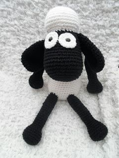 Shaun the Sheep - Free Amigurumi Pattern here: http://kristenscrochet.blogspot.fr/2014/01/shaun-sheep-inspired-softie.html