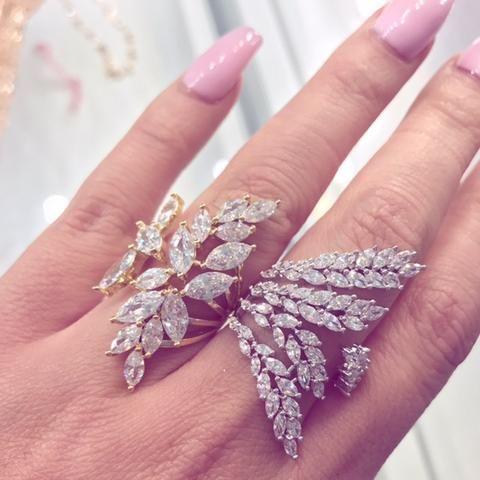 Un detallito brillante para una novia o para las damas de honor.  Slvh❤
