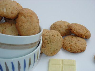 Cookies with white chocolate and macadamia nuts - Galletas con chocolate blanco y nueces de macadamia - Ma Petite Boulangerie