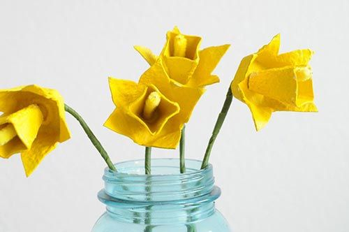 Květiny z kartonu od vajíček