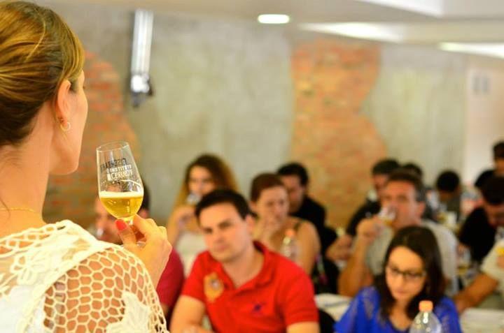 Instituto da Cerveja abre inscrição para 7 turmas do Curso de Sommelier de Cervejas O ICB está com sete turmas abertas em diversos estados e com diferentes modalidades para atender às agendas dos alunos.  Destaque para o curso intensivo de apenas 11 dias em São Paulo, ótimo para quem pode tirar um tempo nas férias para se dedicar ou mora em algum estado que ainda não conta com turmas frequentes. 2 de maio - Turma São Paulo - Aulas às terças e quintas 20 de maio - Turma Brasília - veja…