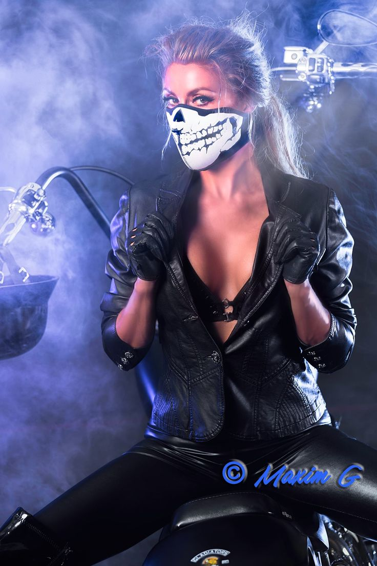 #motorshoot #harley #harley_davidson #photoshoot #model #female #mova #mask #erotic #sexy #bike #canon #profoto