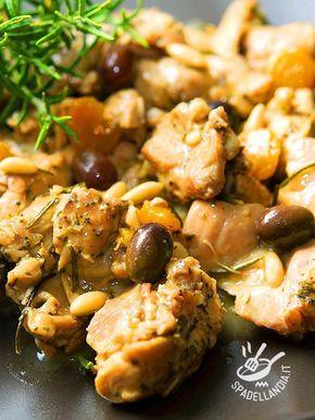 Che meraviglia questi Bocconcini di coniglio alla ligure, profumati con rosmarino e timo. Presentano tutto l'aroma della più sana cucina mediterranea.