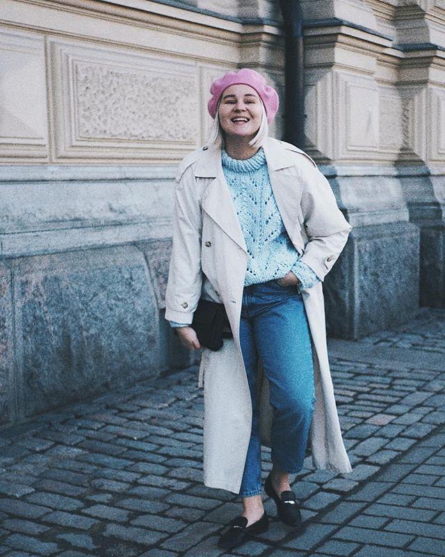 Lemppari villapaita in action!  onko kellään ideoita mitä pitäisi neuloa seuraavaksi?  Musta melkein tuntuu että oon neulonut kaiken jo minkä haluan haha! #fashionstatement #newblogpost #linkkibiossa . . . . . . . . . . . #moreontheblog #whatiwore #whatiworetoday #outfitdiaries #outfitoftheday #mystyle #nouwblogger #nouwfinland #nouwinfluencer #nouwoutfit #scandioutfit #scandifashion #springoutfit #monkistyle #instafashion #momjeans #minimalistfashion #knittedsweater #knittinginspiration…