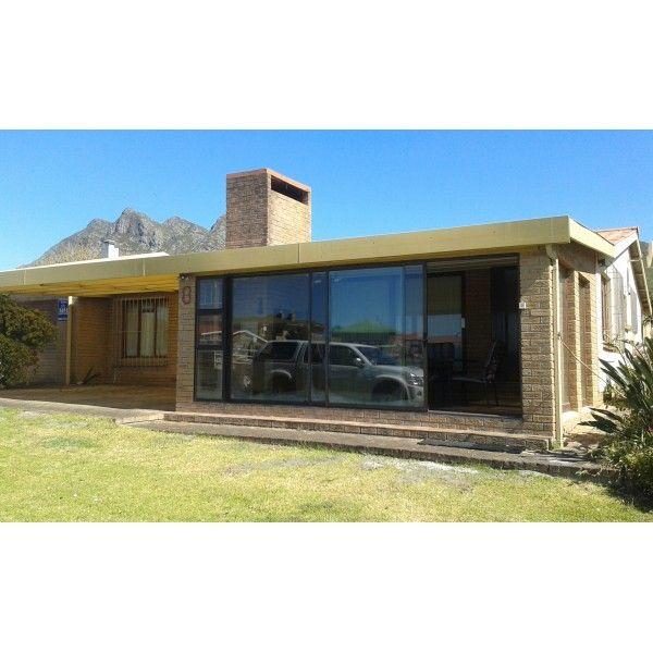 Amandelboom Laan #Kleinmond Holiday House Sleeps 6