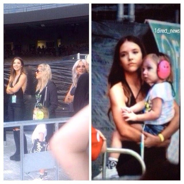 Melissa at the concert in Melbourne tonight with Lux, Lottie and Lou Teasdale! - 15.02.2015 ♡