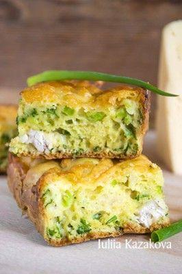 пирог с зеленым луком, курицей и сырной корочкой