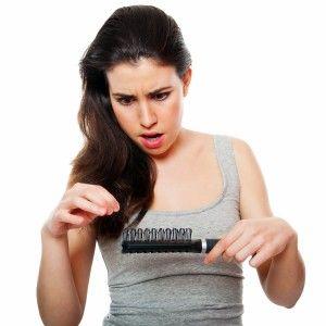 НАСЛЕДНО ГУБЕЊЕ НА КОСА  Женскиот тип на опаѓање на коса се смета за еквивалент на машкиот тип на опаѓање и често се нарекува женска андрогена алопеција. Поради кои причини доаѓа до анследно губење на косата? Кои се знаците и симптомите кај овој облик на опаѓање на ксоа? Кликнете на линкот и прочитајте повеќе... http://101hair.mk/blog/?p=216