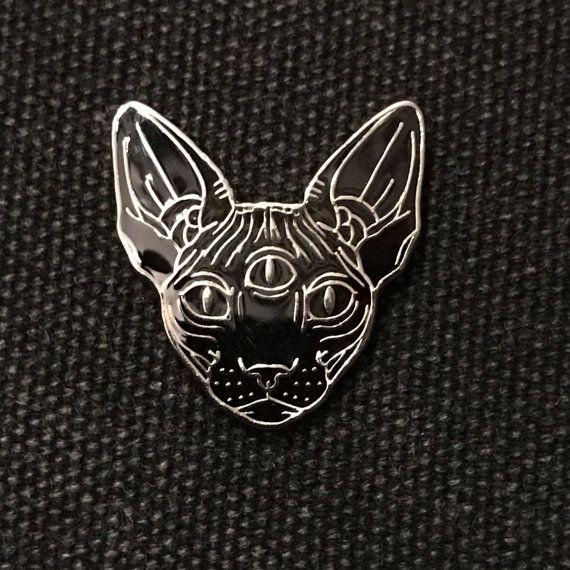 Zwart / metaal glazuur pin 'sphynx met derde oog' door Inkspirednl