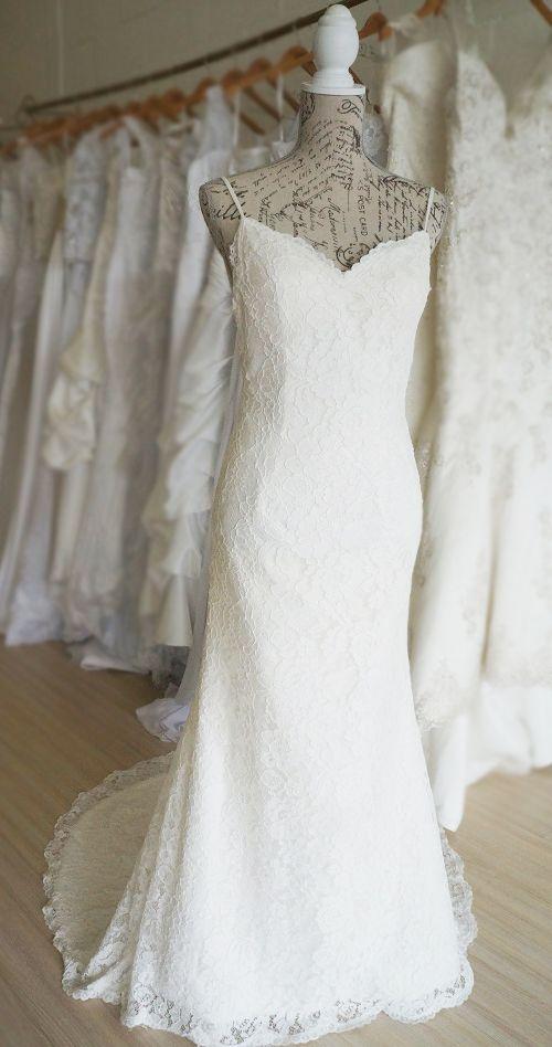 Elegant ivory lace trumpet wedding dress. Urban Bride Cape Town.