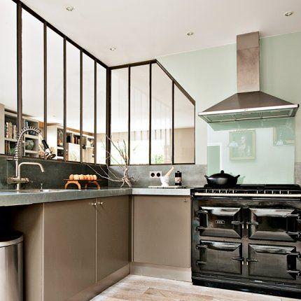 Un espace vitré dans la cuisine