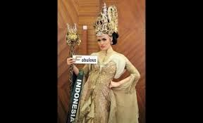 Nita Sofiani National Costume - By Rusly Tjohnardi Atelier and Alston Stephanus Accessories