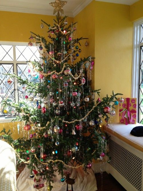 Christmas tree featured on 2012 St. Catherine's home tour via The Gracious Posse