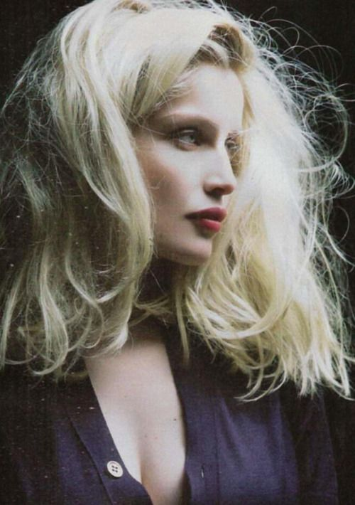 Beautiful Laetitia Casta with blond hair. Cocorico ! And nice girl too !