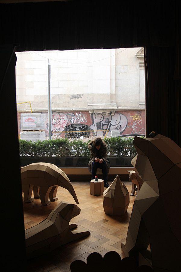 Animales Gigantes De Carton, Para La Entrada Del Decoupage Art Show, En El  Palacio