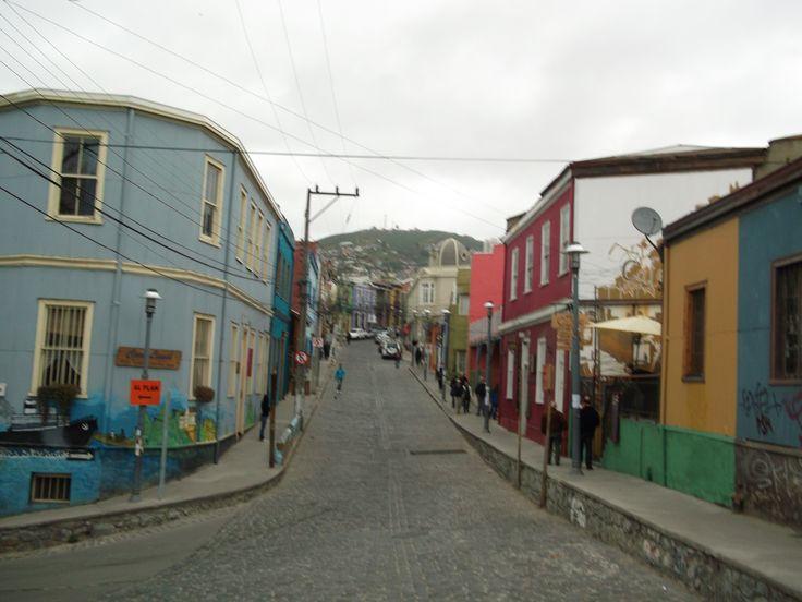 Esta es una ciudad en la costa, se llama Valparaíso. Valparaíso está situado al oeste de Santiago, aproximadamente dos horas de Santiago en coche. En mi intercambio al colegio San Nicolás de Myra fueron a Valparaíso. Los otros estudiantes fui conmigo y todos pensamos que Valparaíso fue muy fantástico.