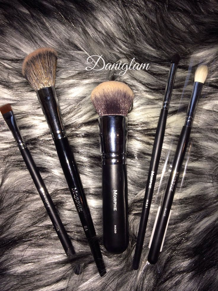 Morphe Makeup Brushes Review M432 – Flat Liner Definer E4 – Angled Contour M439- Deluxe Buffer ( the main reason for my purchase) M321- Bullet Crease M433- Pro Firm Blending Fluffy Brush #morphe #makeupbrushes #makeup #beauty #m439 #jaclynhill #daniglam