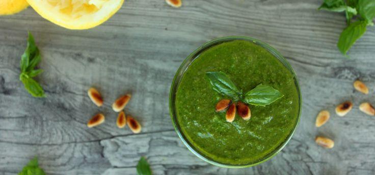 Соусы делают еду сочнее и калорийнее. Мы рассмотрим, как сделать лучшие вегетарианские соусы: майонез без яиц, чатни, песто и гуакомоле. Узнать рецепты!