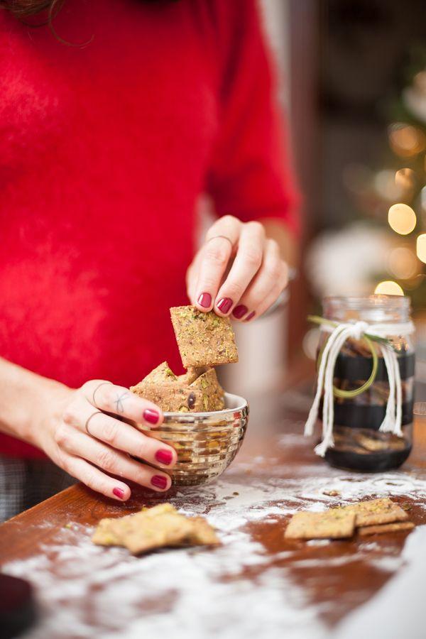 <p>Créer vous-mêmes vos craquelins sans gluten! Vous pouvez substituer les pistaches par une autre sorte de noix si vous le désirez.</p>