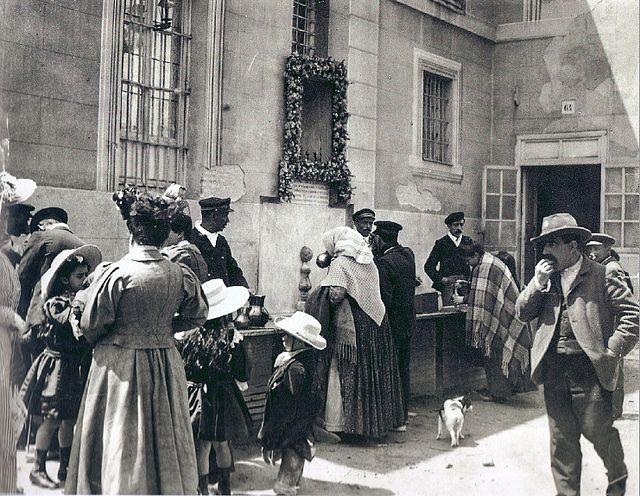 1915. El agua del Santo. Fotografía de Alfonso                                                                                                                                                                                 Más