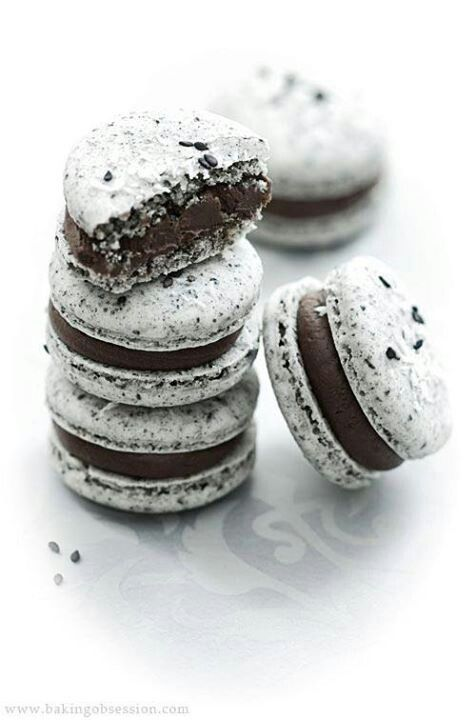Cookies & Cream Macarons