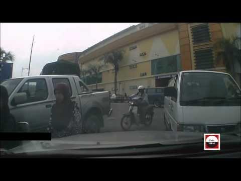 Video Viral ! Wanita Ini Menyebabkan Accident Kerana Tiada Handbrake ! Youtube Video Malaysia !