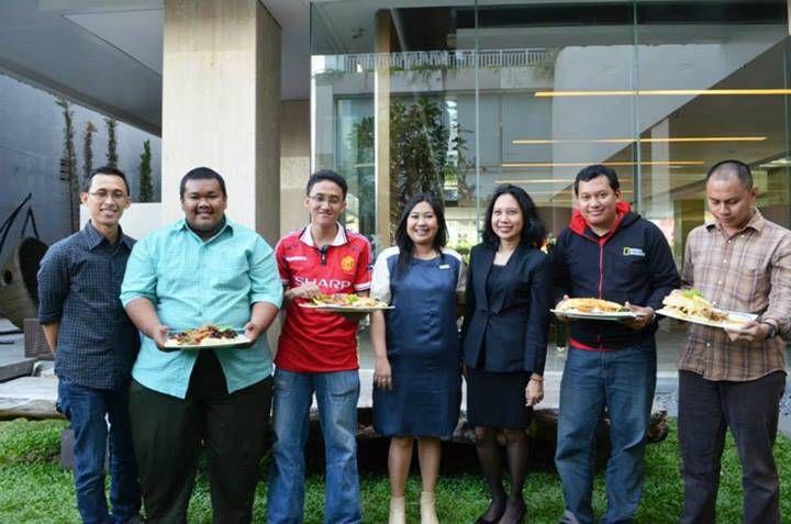 Foto Bersama Juara yang Lain dan Perwakilan Hotel Grand Aston Yogyakarta