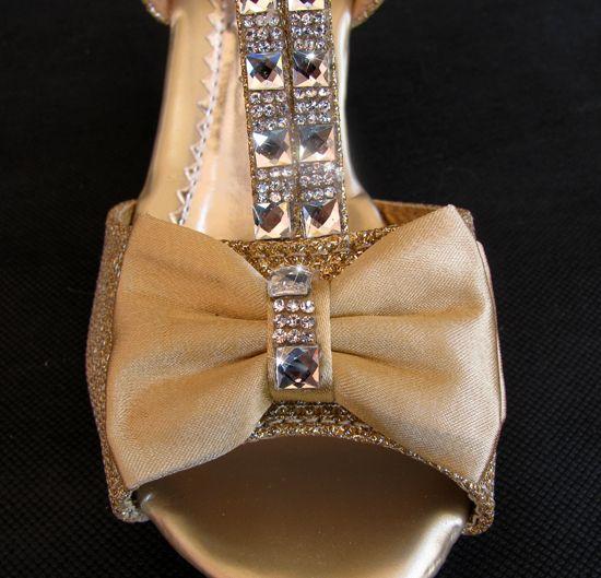 """Παπούτσια για Παρανυφάκια - Επίσημα Παπούτσια για Κορίτσια :: Παιδικά Σανδάλια, Γοβες Νούμερα 30-35 Με Τακούνια σε ΧΡΥΣΑΦΙ Με Κρυσταλλα Για Παρανυφάκι, Γάμο, Πάρτι """"Ariadne"""" - https://memoirs.gr/"""
