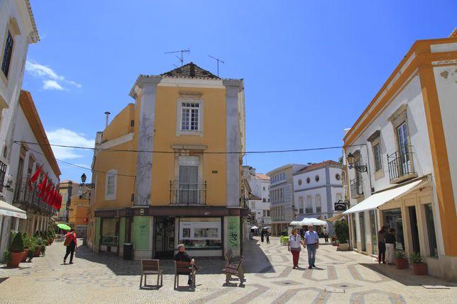 L'Algarve confie ses secrets | via Le Monde | 24/02/2016 Le Portugal est en passe de devenir une des destinations préférées des Français. Et pas seulement pour sa capitale. Autour de Faro, le Sud regorge de villes aux charmes orientaux et de plages de sable blanc. #Portugal