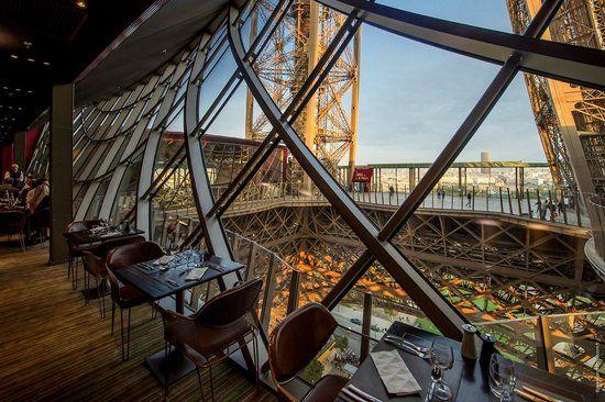 <パリのエッフェル塔の見所> エッフェル塔内にあるレストラン『58 Tour Eiffel』