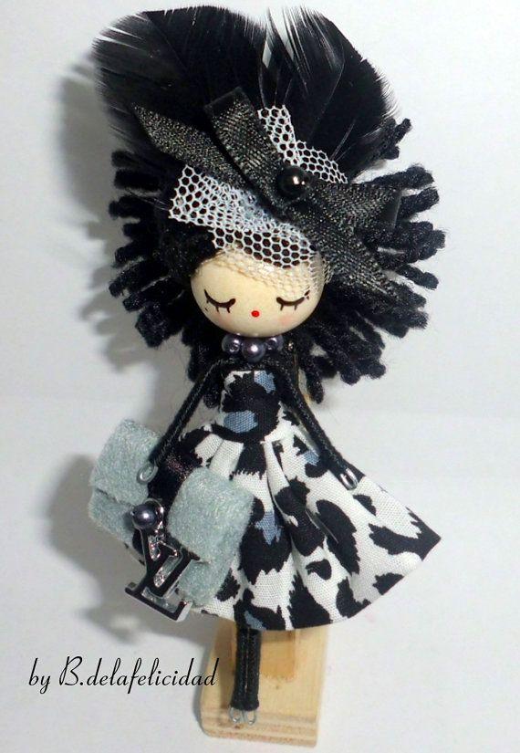 Broche de muñeca por Delafelicidad en Etsy                                                                                                                                                                                 Más