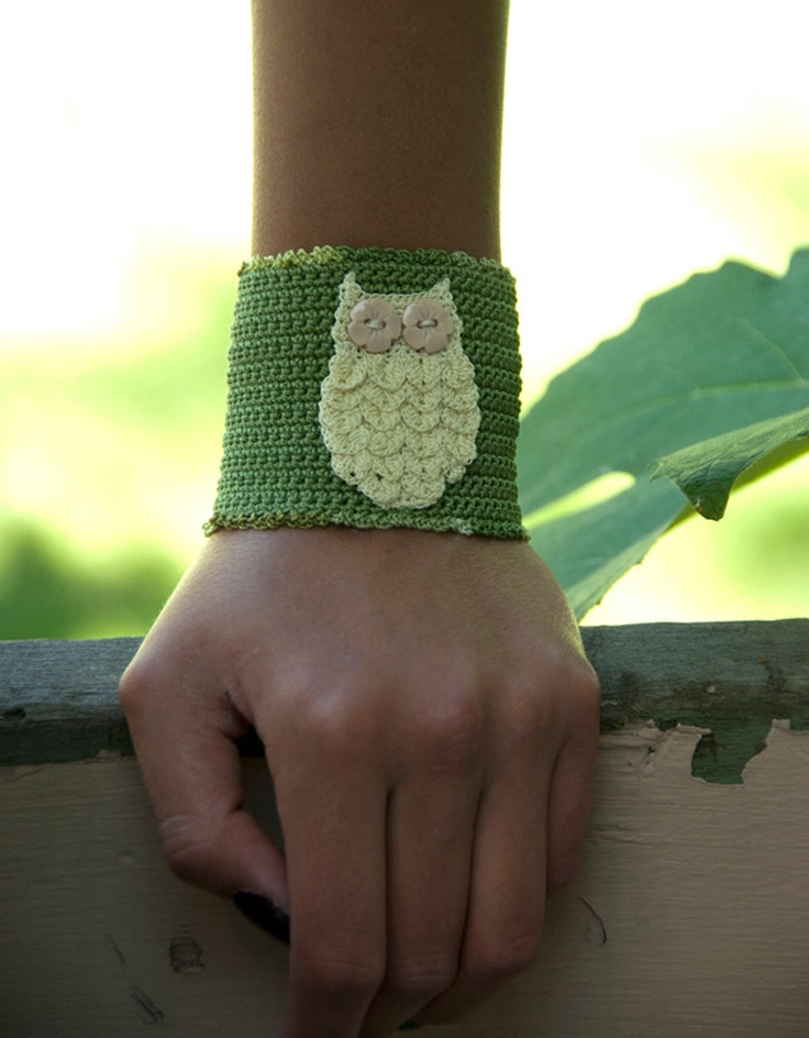 Crochet Bracelet, Pale Yellow Owl, Olive Green Cuff  I want this. but blue instead of green.