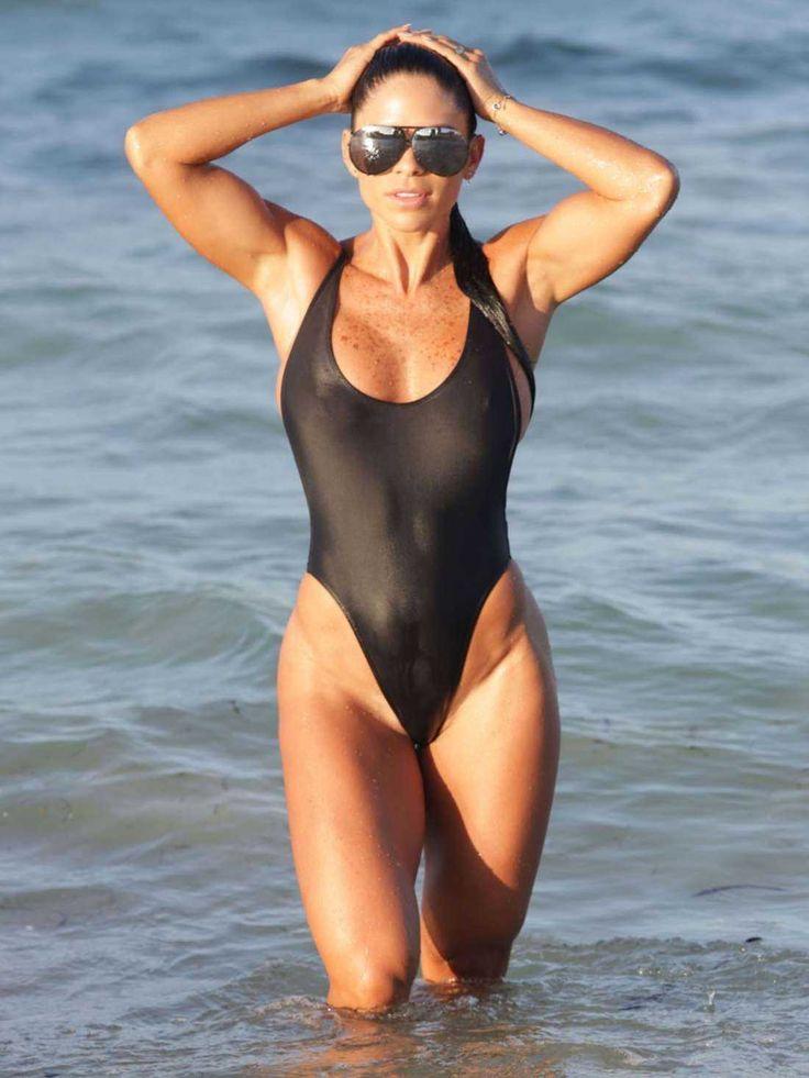 michelle-lewin-in-black-swimsuit-2016-2
