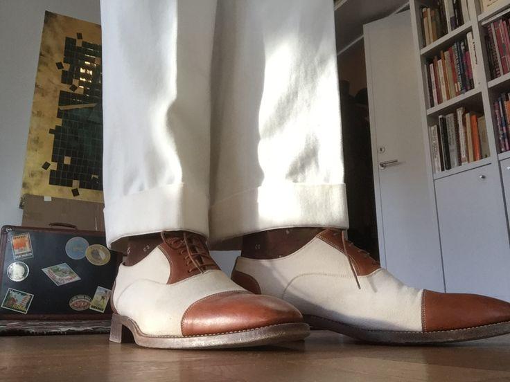 Det är så elegant med vita byxor. På sommaren är det ju naturligt, men på vintern är det ren lyx. Och något alldeles extra om man låtit måttsy sina brallor till perfekt passform hos en bra skräddar…