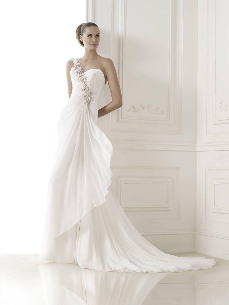 Belsy esküvői ruha - La Mariée esküvői ruhaszalon - Pronovias 2015 http://lamariee.hu/eskuvoi-ruha/pronovias-2015/belsy
