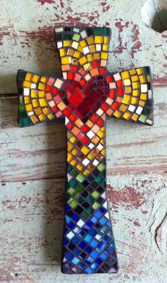 Mosaico mediano cruzado con el corazón en el centro - multicolor
